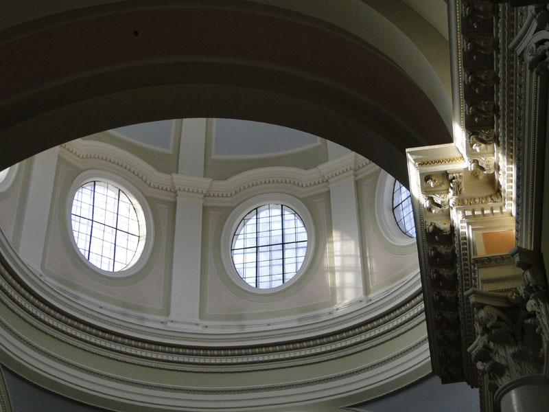 Innenansicht der katholischen St. Katharinen-Kirche am Newski-Prospekt